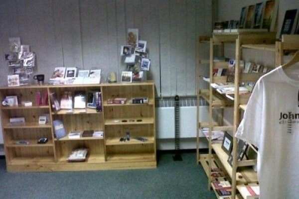 lrg-288-bookstore2